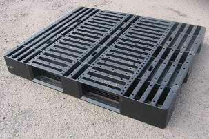 Medium duty stackable ISO export plastic pallet