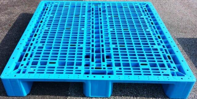 Medium duty rackable Australian Standard plastic pallet P2GE1160H