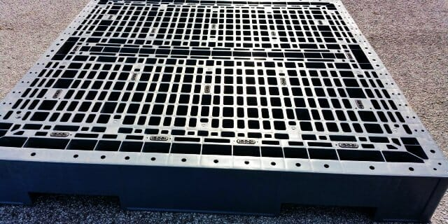 Medium duty rackable Australian Standard plastic pallet P2GE1160